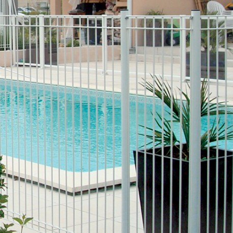 Barri res de piscine emeraude panneaux portillon for Piscine enfant rigide